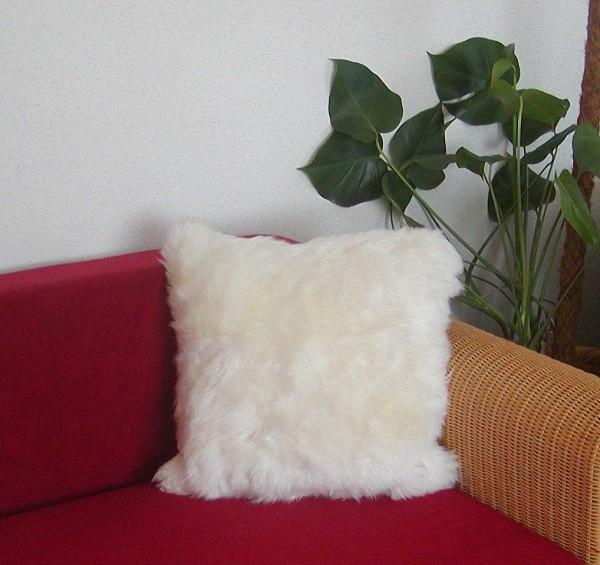 kuscheliges Lammfell Fellkissen weiß, quadratisch ca. 40x40 cm, Haarlänge ca. 50 mm, komplett mit Inlet, Dekokissen, Sofakissen