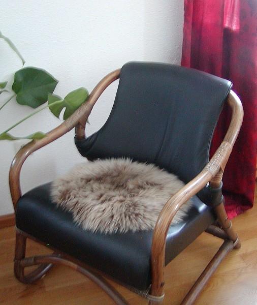 runde Sitzauflage aus australischen Lammfellen, Fellkissen rund braun/helle Spitzen, Ø ca. 45 cm, waschbar, Haarlänge ca. 70 mm