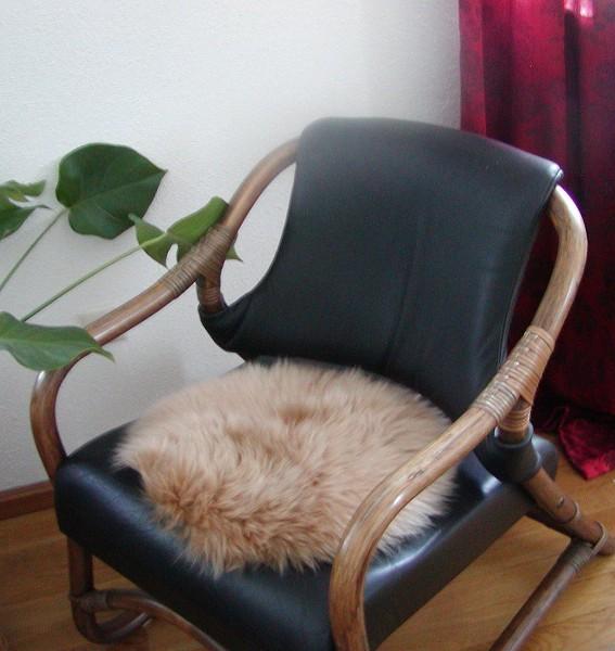 runde Sitzauflage aus australischen Lammfellen, Fellkissen rund camel, Ø ca. 45 cm, waschbar, Haarlänge ca. 70 mm